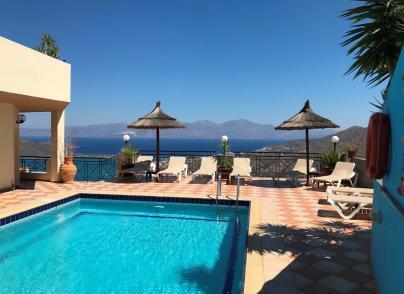 Stunning holiday villa overlooking the sea