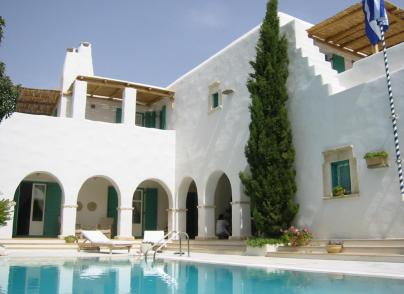 Traditional villa a few steps from the sea