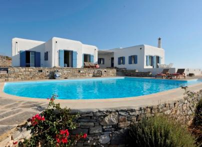 Traditional Cycladic villa of 3 houses