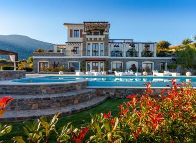 Sprawling seafront mansion