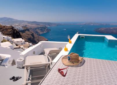 Dreamy cave house facing the renowned Caldera of Santorini