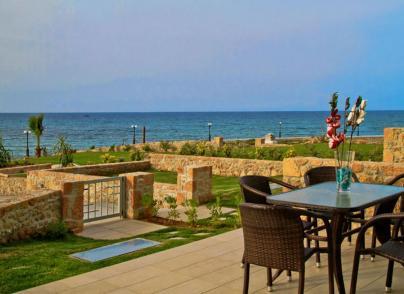 Beachfront maisonette in Crete