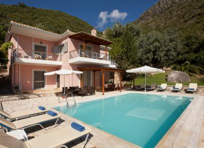 Villa with magnificent sea views