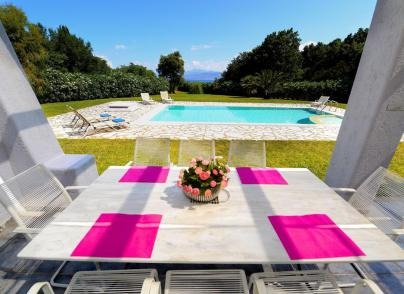 Seafront Villa with privacy on amazing location