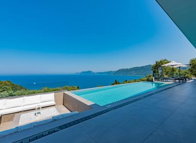 Extraordinary retreat perched in a breathtakingly panoramic position