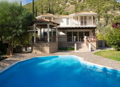 Secluded villa with large pool
