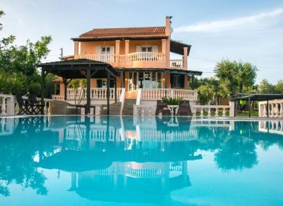 Villa with private tennis court