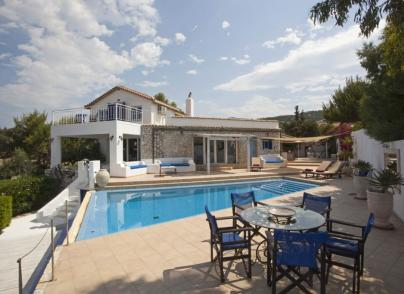 Luxury seafront villa in verdant setting