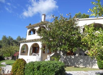 Villa with amazing views in Kato Korakiana