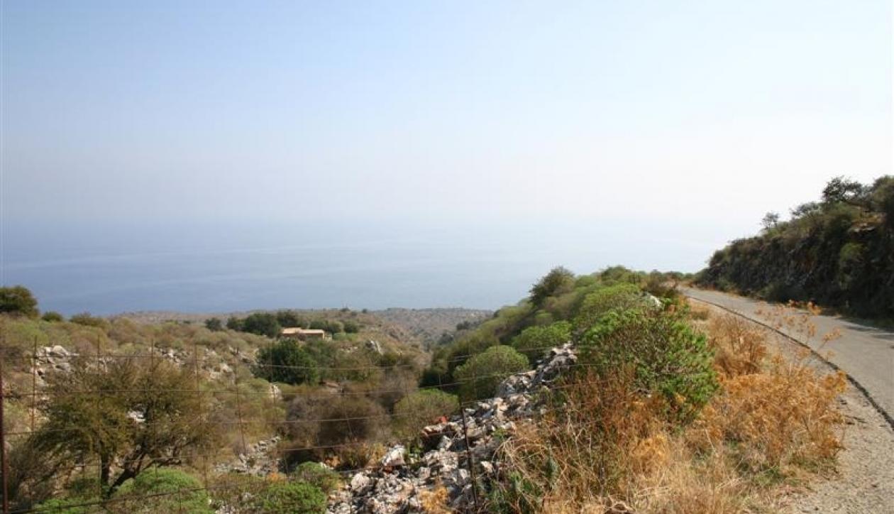 Hillside development plot close to the sea
