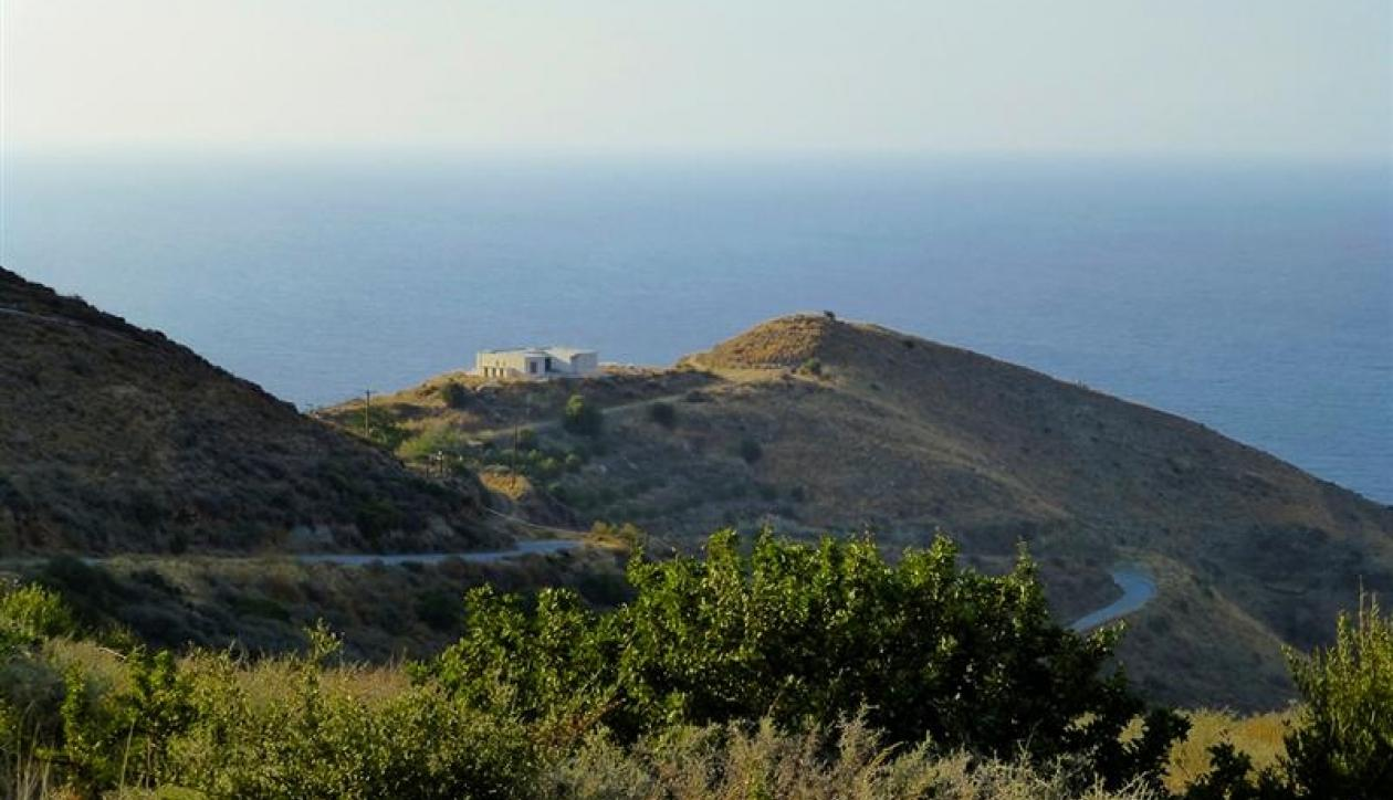 Land with large sea frontage and unfinished villa