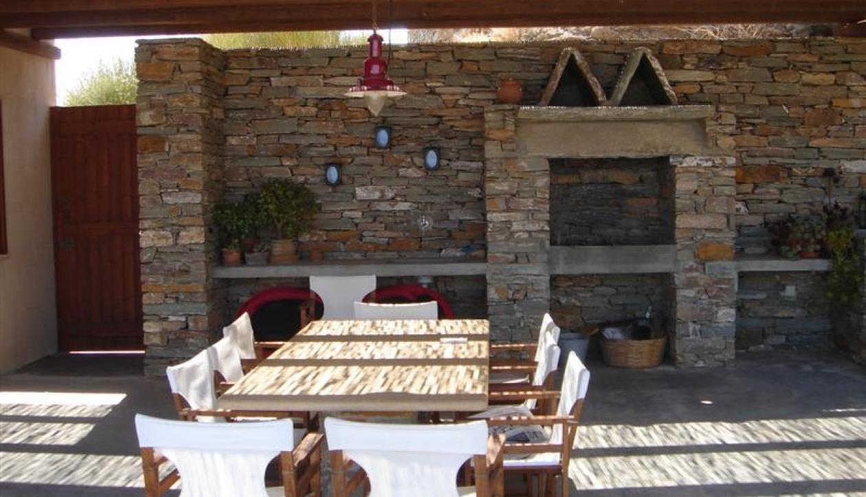 Comfortable vacation home on island close to Athens