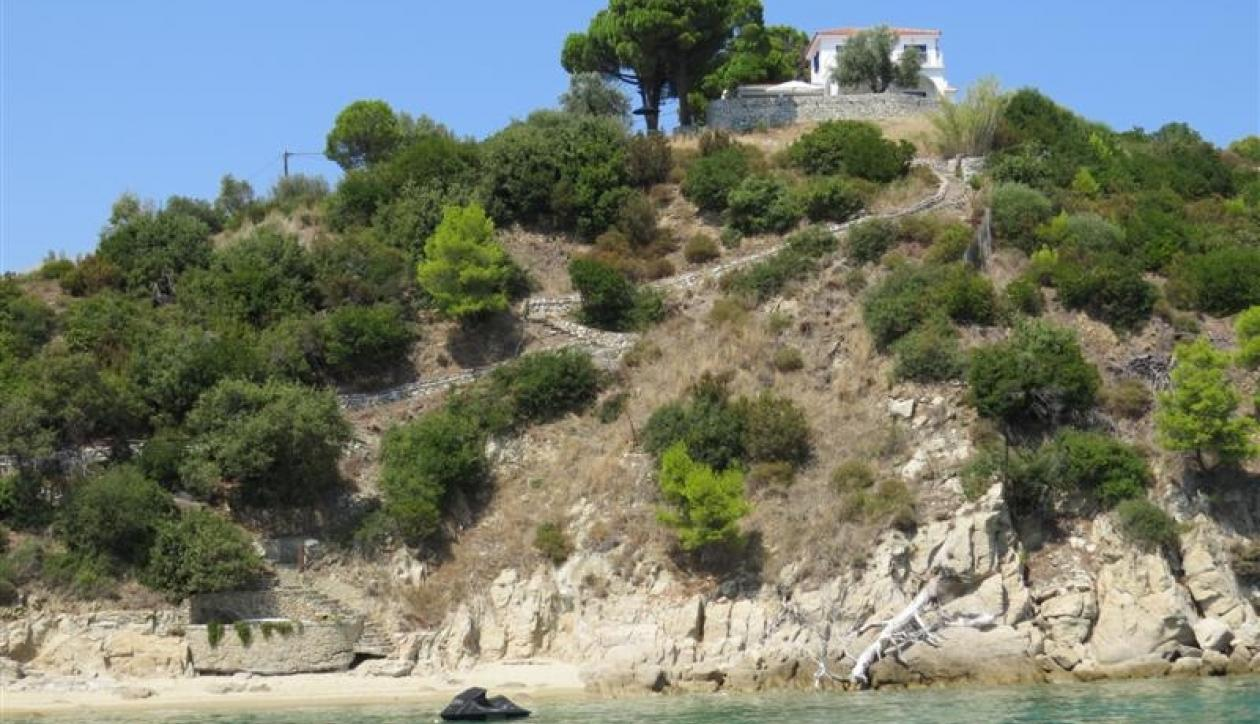 Exquisite seafront villa with direct beach access