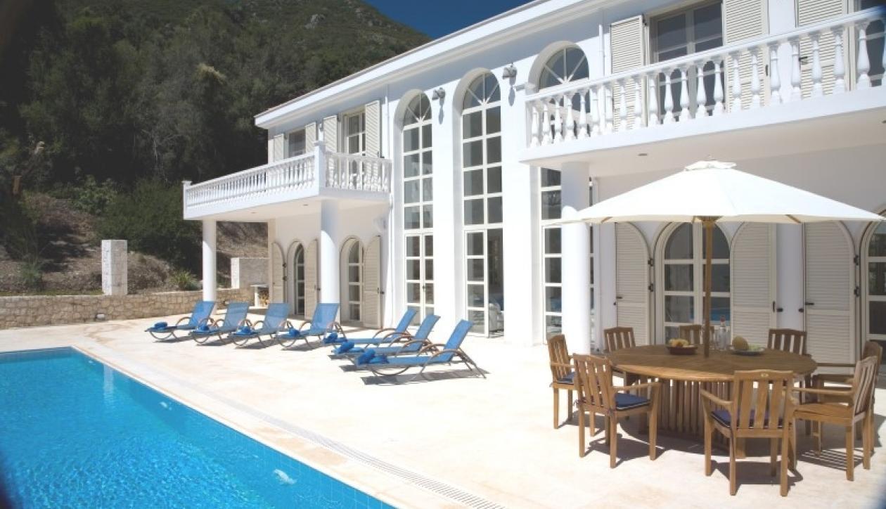 Ιmpressive family villa in Lefkada