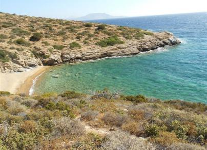 Large land plot with private bay