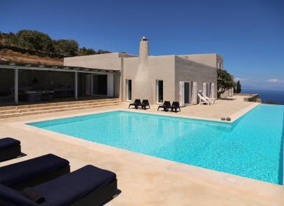Elegant and private villa with sea views