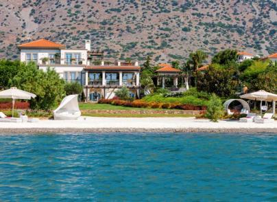 Luxurious villa on private beach