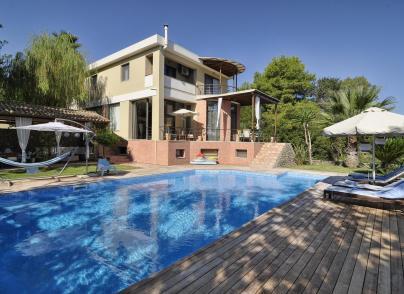 Spacious & stylish villa