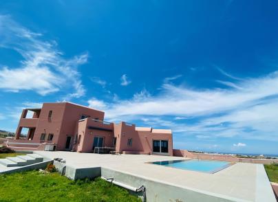 Excellent Cycladic-style villa