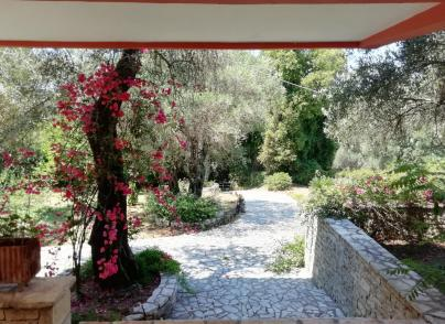 Detached villa with garden and nice views