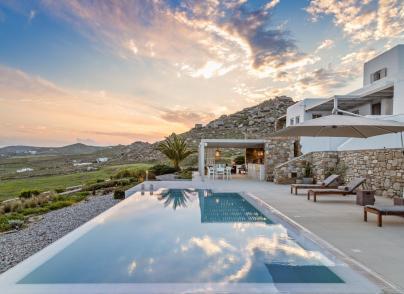 An exquisite villa overlooking the Aegean Sea skyline