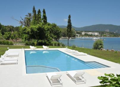 Villa with unique proximity to the water